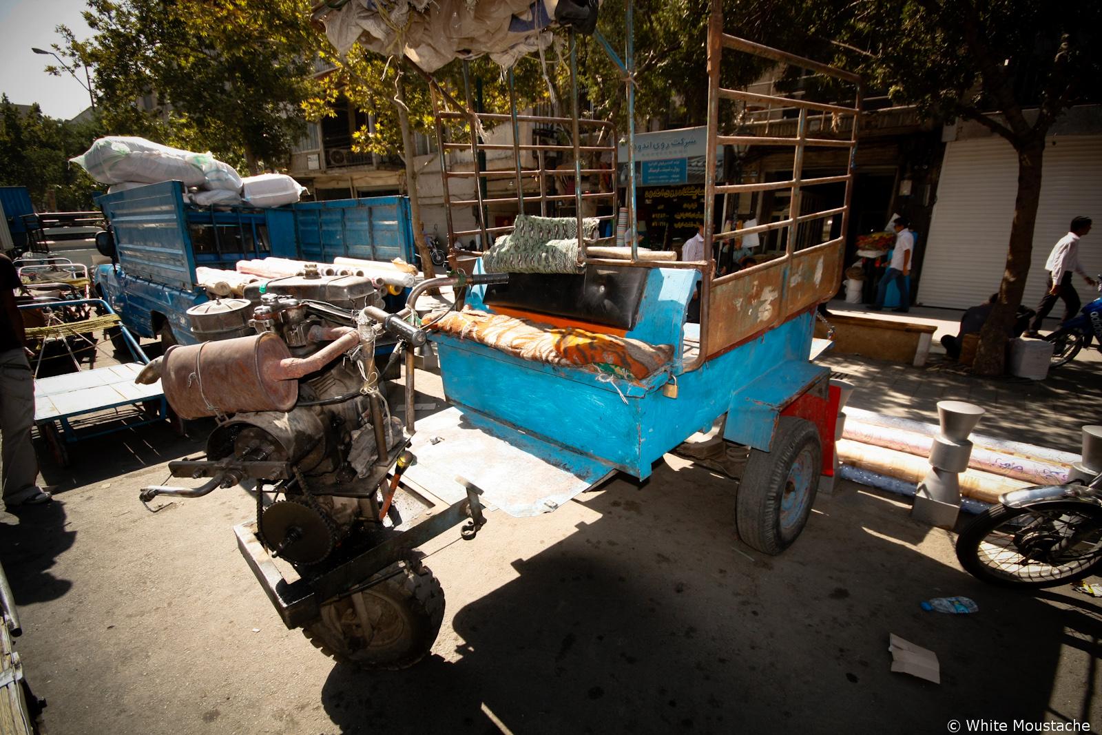 Skrzyrzowanie traktora z kosiarką
