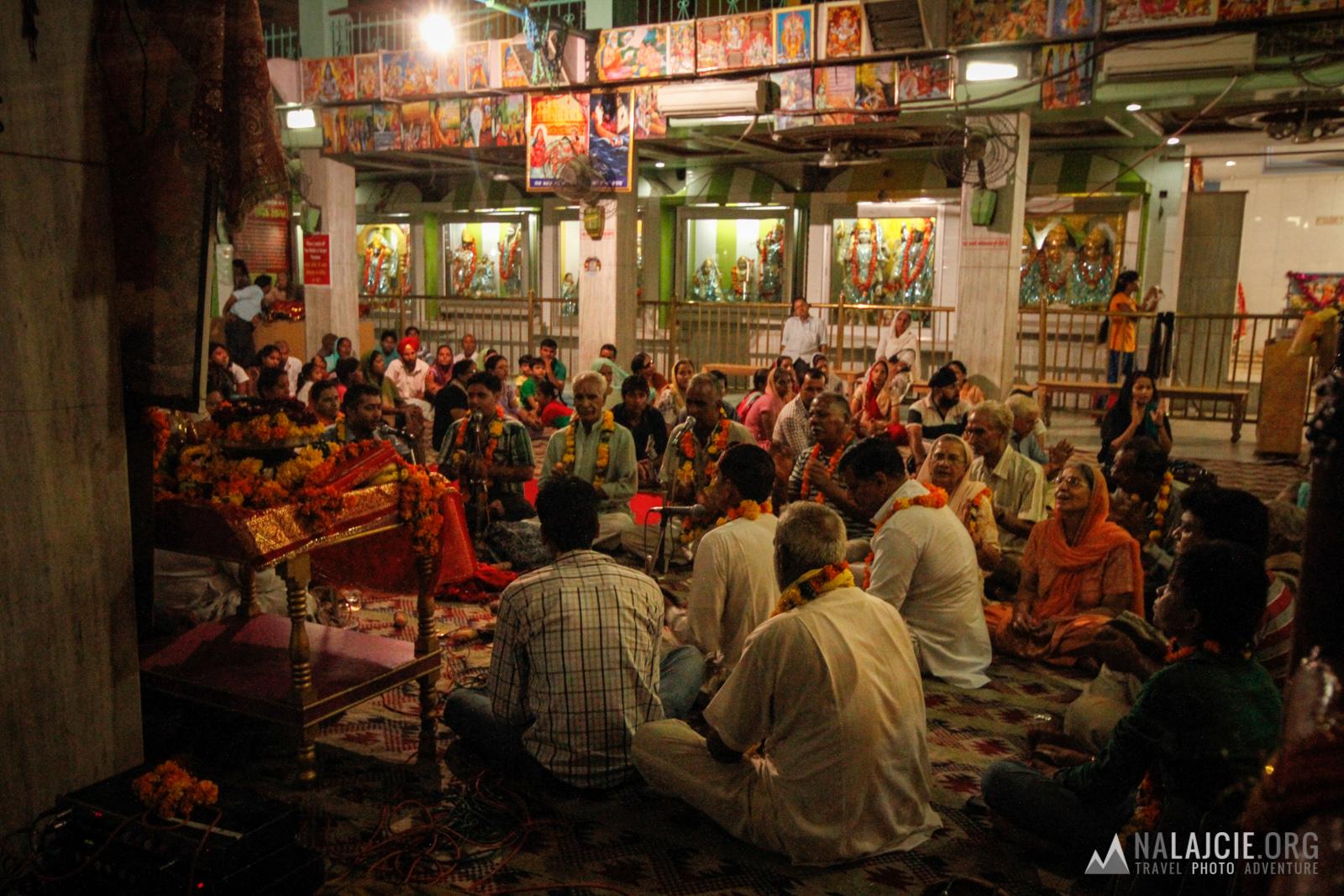 Śpiewy w Mata Temple