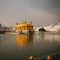 Złota Świątynia, ablucje w świętym jeziorze