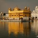 Do Złotej Świątyni pielgrzymują codziennie tysiące wiernych