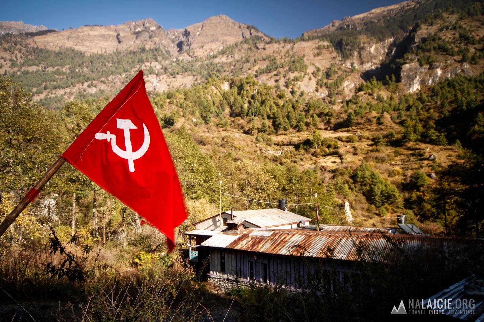 Partia sierpa i młota - tropem Maoistów.
