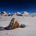 W śniegu znajdowaliśmy pozostawione przez porterów  kosze transportowe.