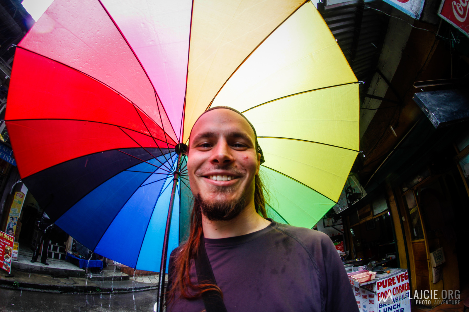 Tęczowy parasol uchroni nas przed wszystkim!