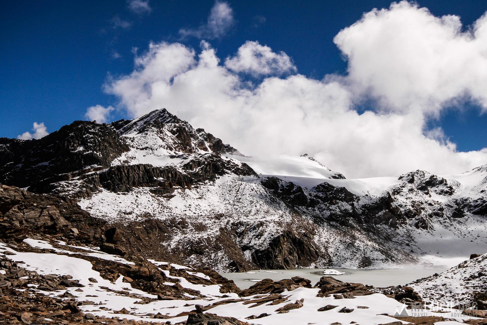 Widok z przełęczy w kierunku  naszego kolejnego celu - Mayali Pass - 5100 m n.p.m.