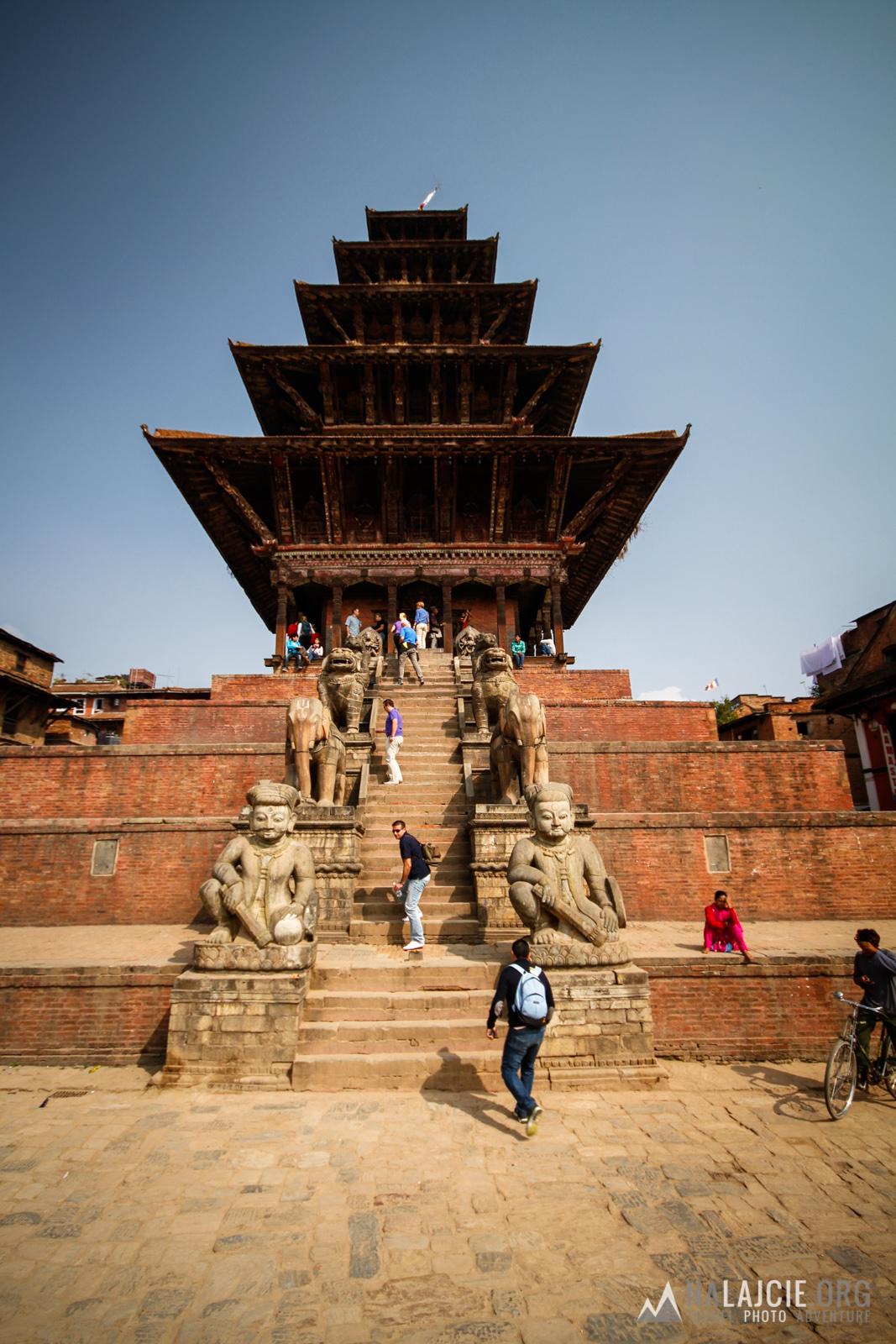 Najwyższa świątynia na placu Taumadhi Tole.
