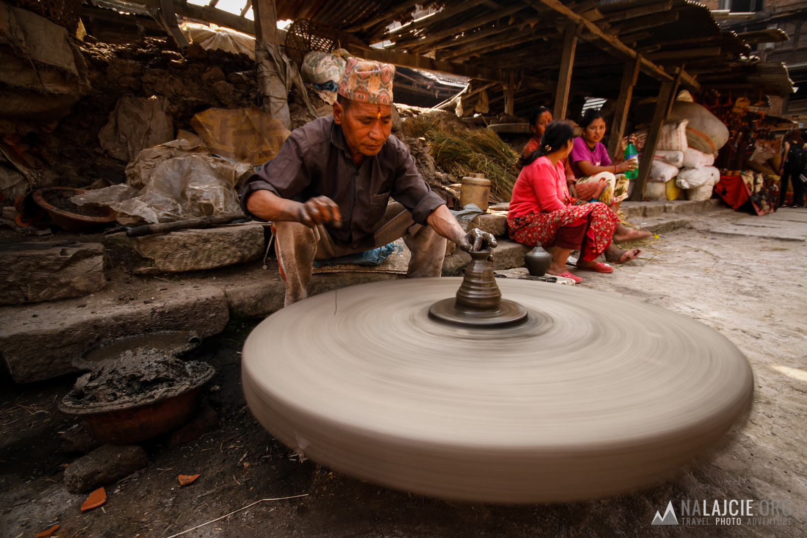 Po południu odżywa targ porcelany...