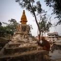 Plac pod stupą Swayambhunath.