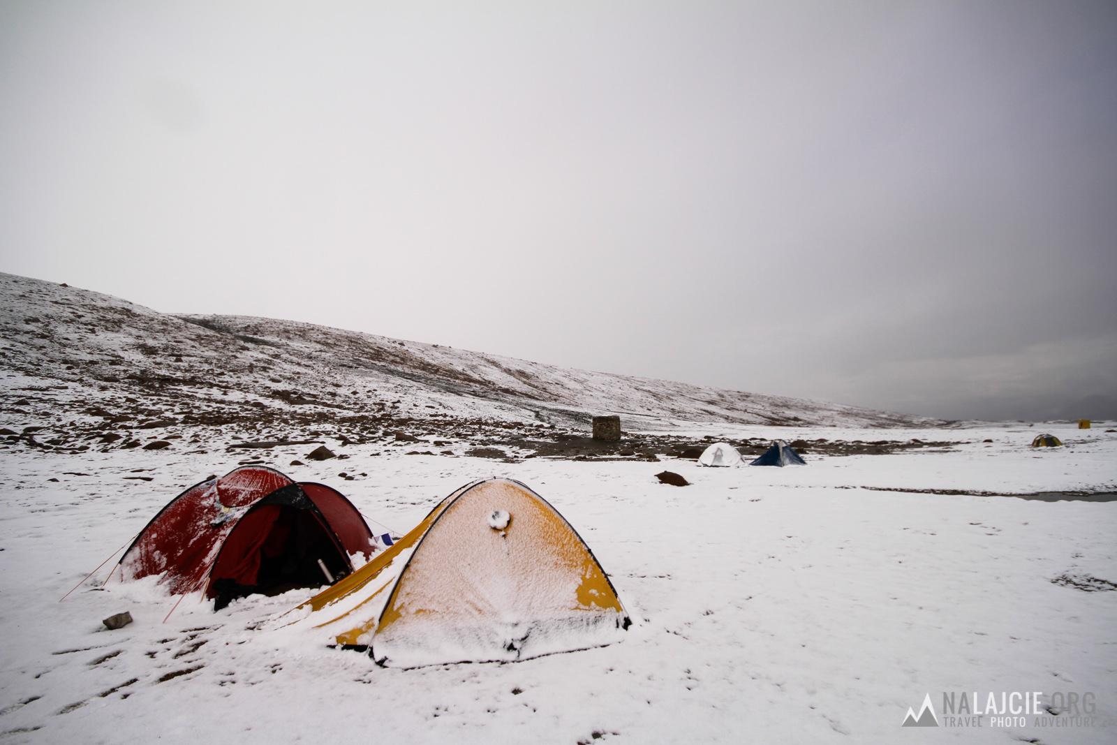 Biwak w Nimaling- rano zaskoczył nas śnieg.
