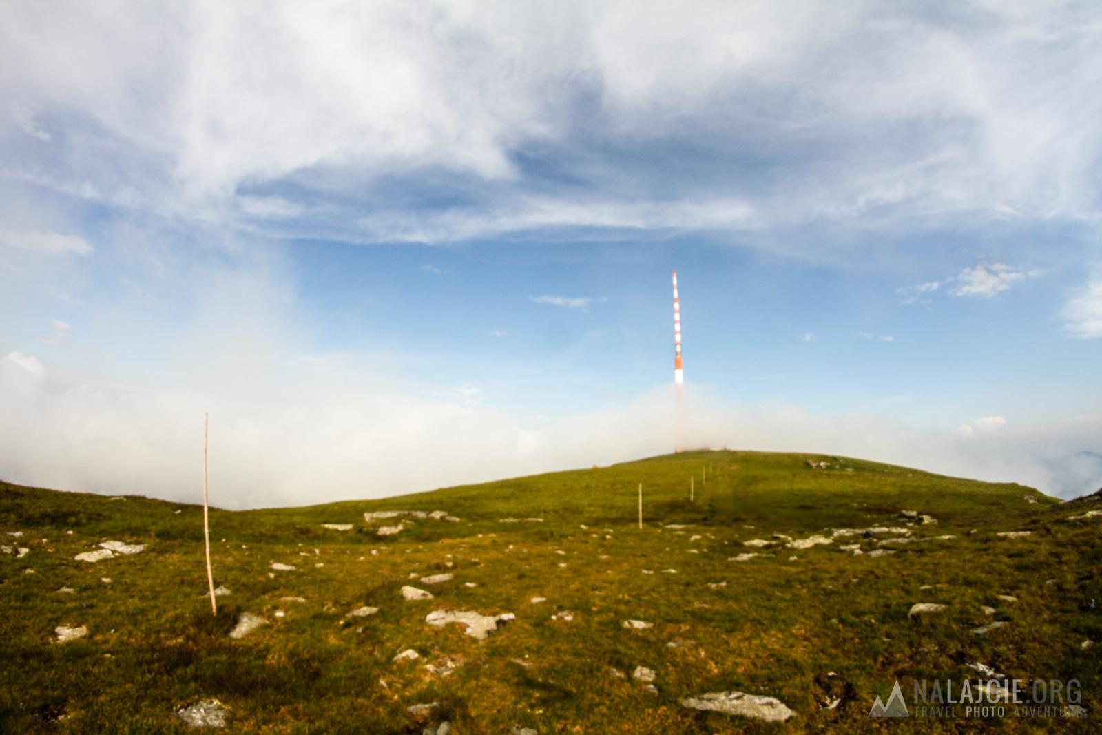 Wieża talewizyjna na szczycie