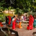 Miejscowy plac z rekreacyjnym ogrodem - tu o każdej porze dnia będzie tłoczno!