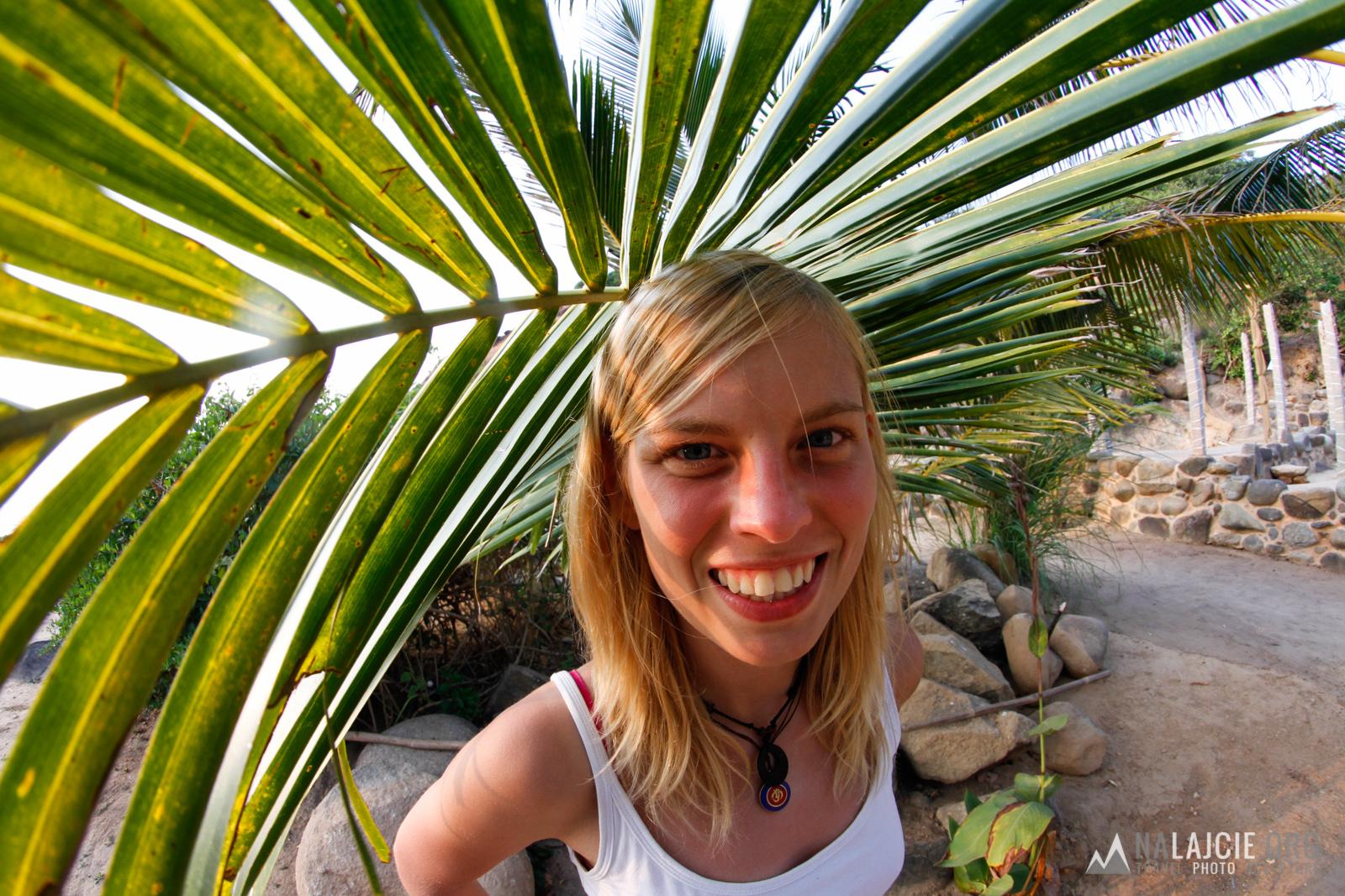 Dobrze schować się w cieniu palmy...