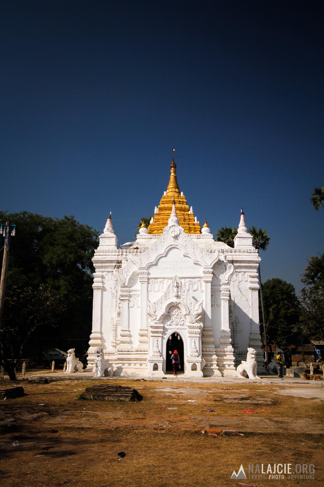 Zwiedzamy świątynie.