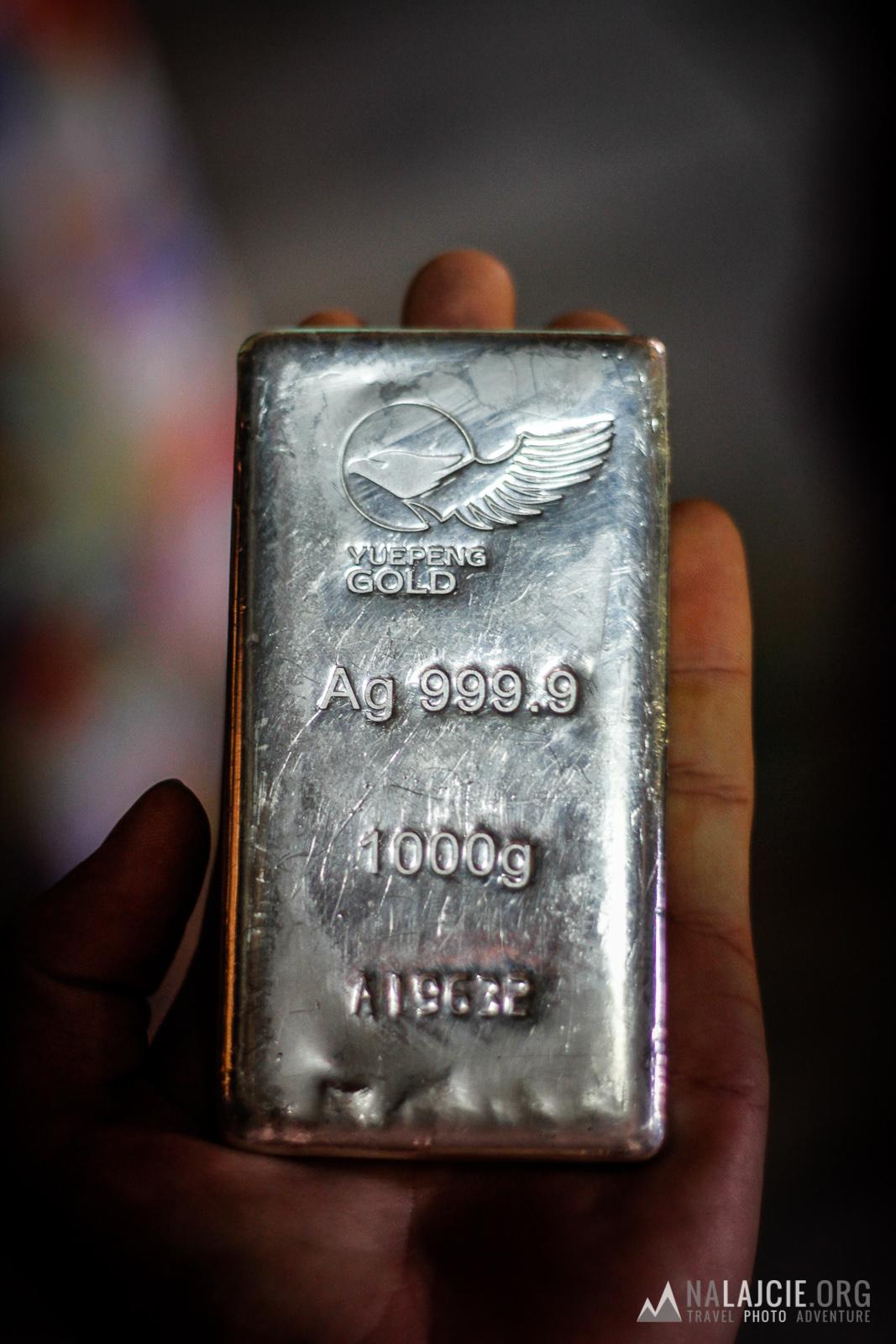 Sztabka srebra.