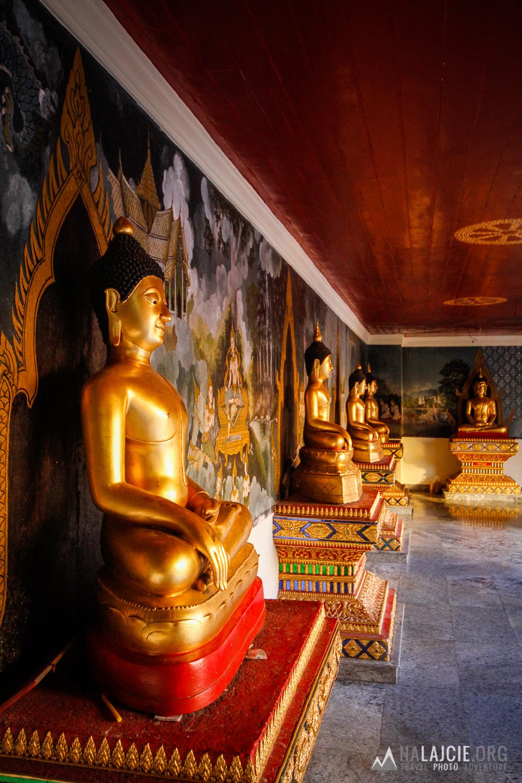 W świątyni.